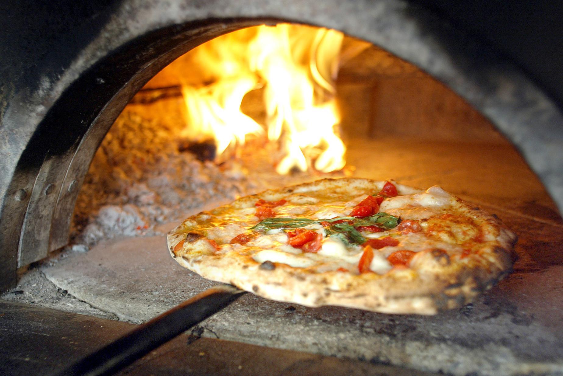 Forno per pizza a legna